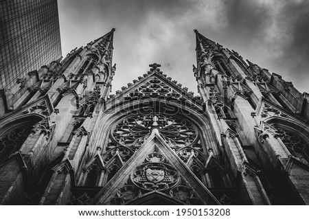 St. Patrick's Cathedral is the largest Gothic Catholic cathedral in the US and the Mother Church of the Archdiocese of New York and the seat of the Archbishop decorated in neo-gothic style. Zdjęcia stock ©