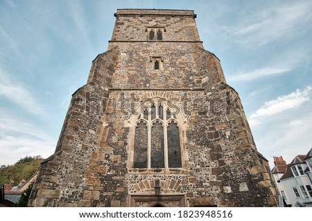 St Thomas a Beckett church tower in Lewes, East Sussex - wide angle view Zdjęcia stock ©