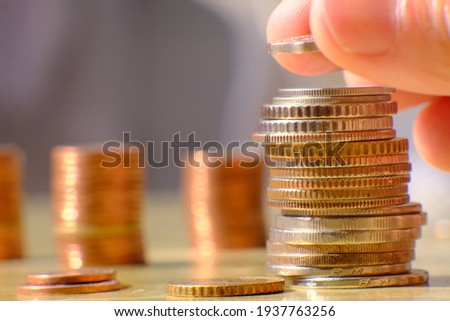 stack of coin on table background and saving money and business growth concept, finance and investment concept Foto d'archivio ©