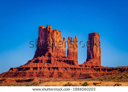 Stagecoach, Bear and Rabbit, Castle Rock, King on his throne, and Saddleback Butte at Monument Valley Navajo Tribal Park, Navajo Nation