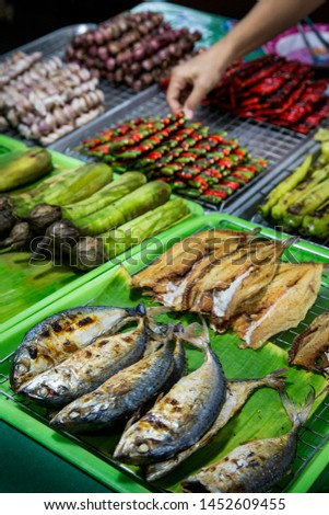 Stalls in the fresh market that people choose to eat, such as Grilled mackerel,burnt eggplant,burnt onions,burnt chillies,garlic burned more. #1452609455