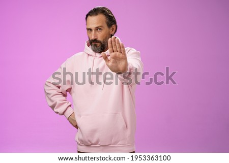 Stand right there. Portrait serious-looking bossy adult bearded father extend arm stop taboo no gesture forbidding come party look solid confident demanding quit, standing purple background ストックフォト ©