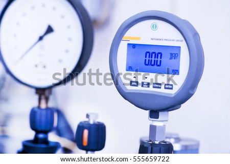 Standard digital manometer