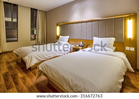 standard room equipped with yellow lights and two beds #316672763