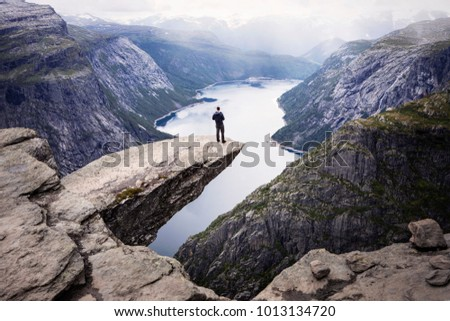 standing men on trolltunga...