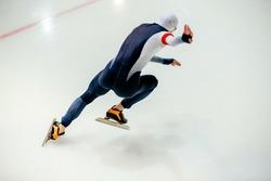 start sprint race men athletes speed skaters