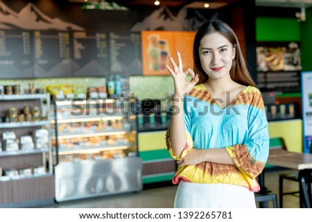 Start up of enterprise. Successful small business owner standing standing at front counter Coffee Shop of her. Asian woman leader the Franchise or new business self-confident with copy space for text Foto stock ©