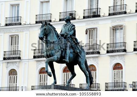 Statue in plaza del sol puerta del sol in madrid spain for Plaza puerta del sol madrid spain