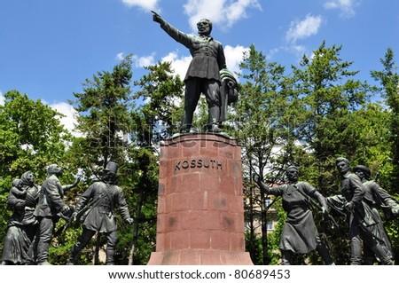 statue Lajos Kossuth in Budapest