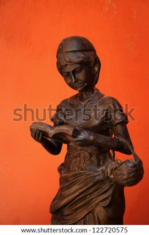Statue of a woman.