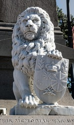 Statue of British lion with crest on soldiers monument, Napier, New Zealand