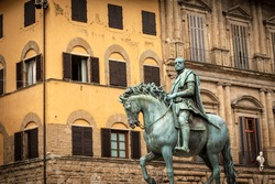 Statue of Cosimo I de Medici on horseback, Grand Duke of Tuscany, by the sculptor Giambologna (1529-1608), Piazza della Signoria, Florence, Tuscany, Italy, Europe