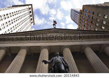 Statue of George Washington overlooking the wall street area