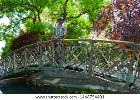 Statue of Imre Nagy, man with glasses in scarf and hat on a bridge looking off in the distance towards Budapest Parliament, Hungary. Stock fotó ©