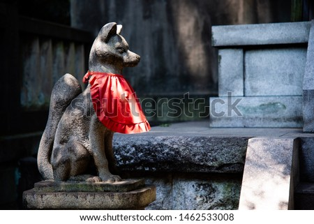 Statue of Kitsune. Kitsune is the japanese words for the fox. In ancient Japan, Kitsune have become closely associated with Inari, a Shito kami/spirit. Zdjęcia stock ©