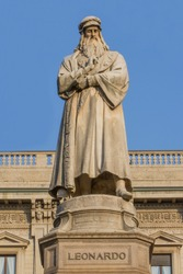 Statue of Leonardo da Vinci in MIlan