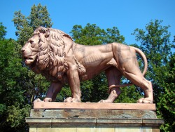 Statue of lion - guard the entrance