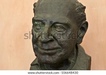 Statue of Sir Karl Popper at Vienna University