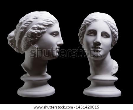 Statue. On a black isolated background. Gypsum statue of Aphrodite's head.  Foto d'archivio ©