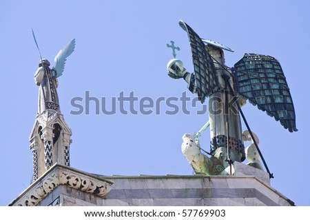 """Statue on church of """"San Michele"""", Lucca, Italy"""