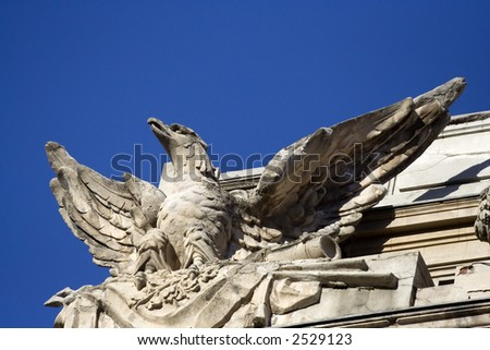 Statue representing an eagle - building architecture detail