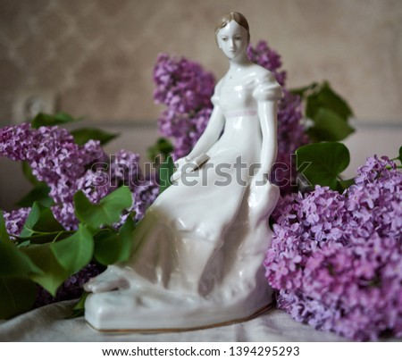 Statuette of a girl reading a book