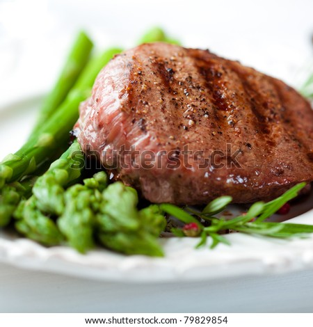Steak with green asparagus