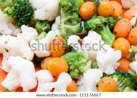 steamed broccoli,carrot and cauliflower