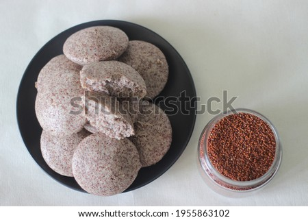 Steamed cakes made with finger millets and skinned black gram. Locally known as Ragi idli. Shot on white background. Foto stock ©