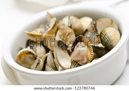 Steamed cockles