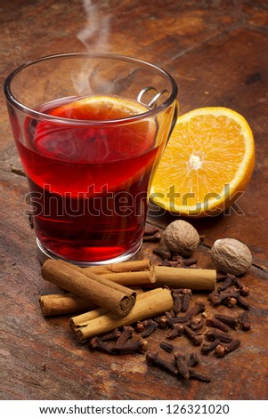 steaming glass of mulled wine and spices