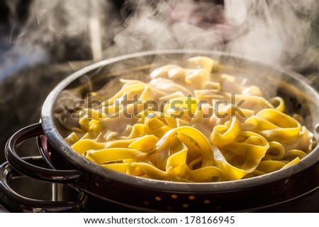 Steaming strainer of noodles