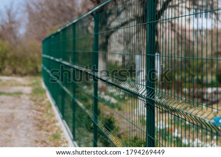 Steel grill. Green fence with wire. Fencing. Foto d'archivio ©