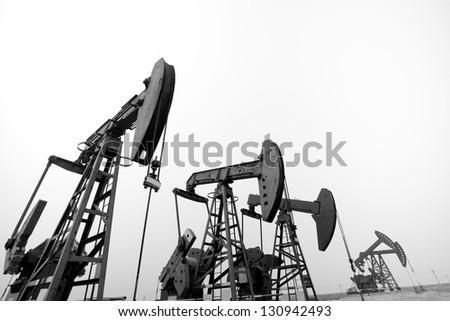 Steel oil mining machine