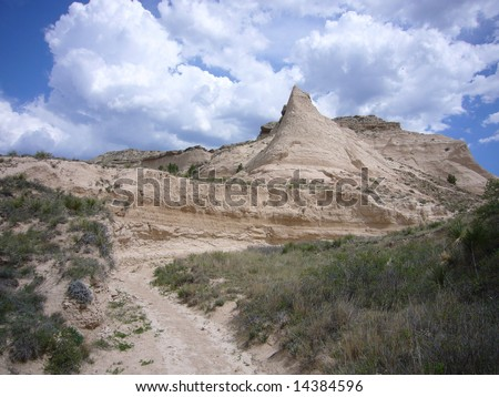 Steeple Butte over dry-wash arroyo in Pawnee Buttes Nat. Mon\'t., Colorado