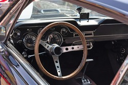 Steering wheel interior with chrome in a black retro car