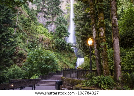 Steetlights at waterfalls viewing area, Multnomah Falls