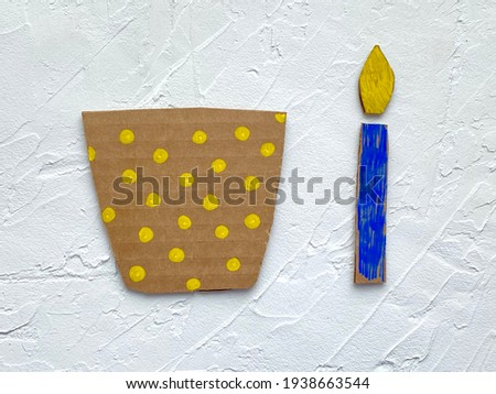 Step by step, children's craft cake with candle made of cardboard recycling. Foto stock ©