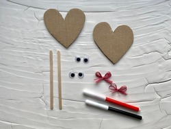 Step by step how to make a heart with eyes from cardboard, kids DIY