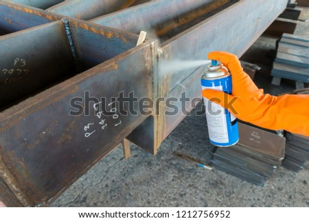 Step to use spray Solvent Remover to cleaning the welding surface before performing apply Liquid Penetrant for Non-Destructive Testing(NDT) with process Penetrant Testing(PT).