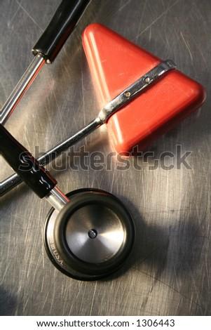 Stethoskop und Reflexhammer