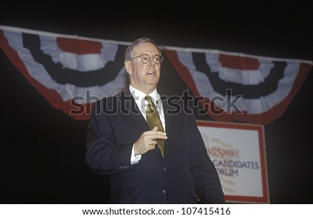 Steve Forbes addressing the New Hampshire Presidential Candidates Youth Forum, January 2000
