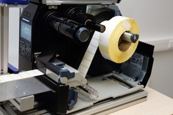 sticky label roll in labeling machine
