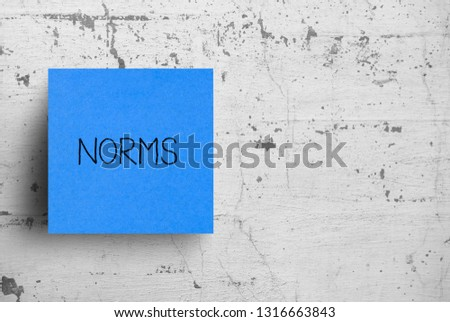 Sticky note on concrete wall, Norms Photo stock ©