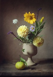 Still life with a little bouquet of flowers (vintage effect)