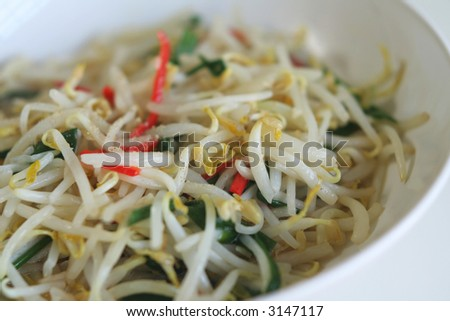 Stir-fried bean sprouts with red chillies and scallions