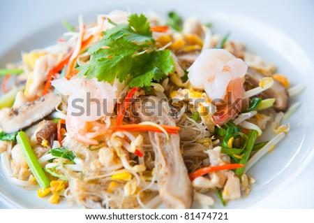 Stir-fried noodles and vegetables : delicious food
