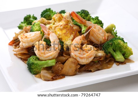 Stir Fried Rice Noodle with Shrimp and Broccoli (Pad See Eiw)