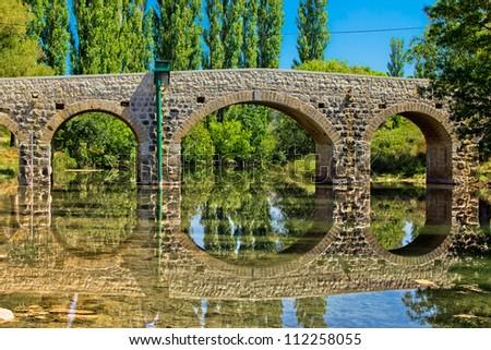 Stone bridge over Zrmanja river in Kastel Zegarski, Dalmatia, Croatia Zdjęcia stock ©