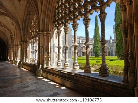 Stone cloister in manuelino style and beautiful garden, Batalha Monastery, Portugal. Сток-фото ©